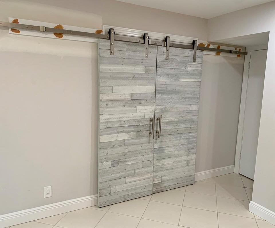 White Barn Door (Delray Beach, FL)