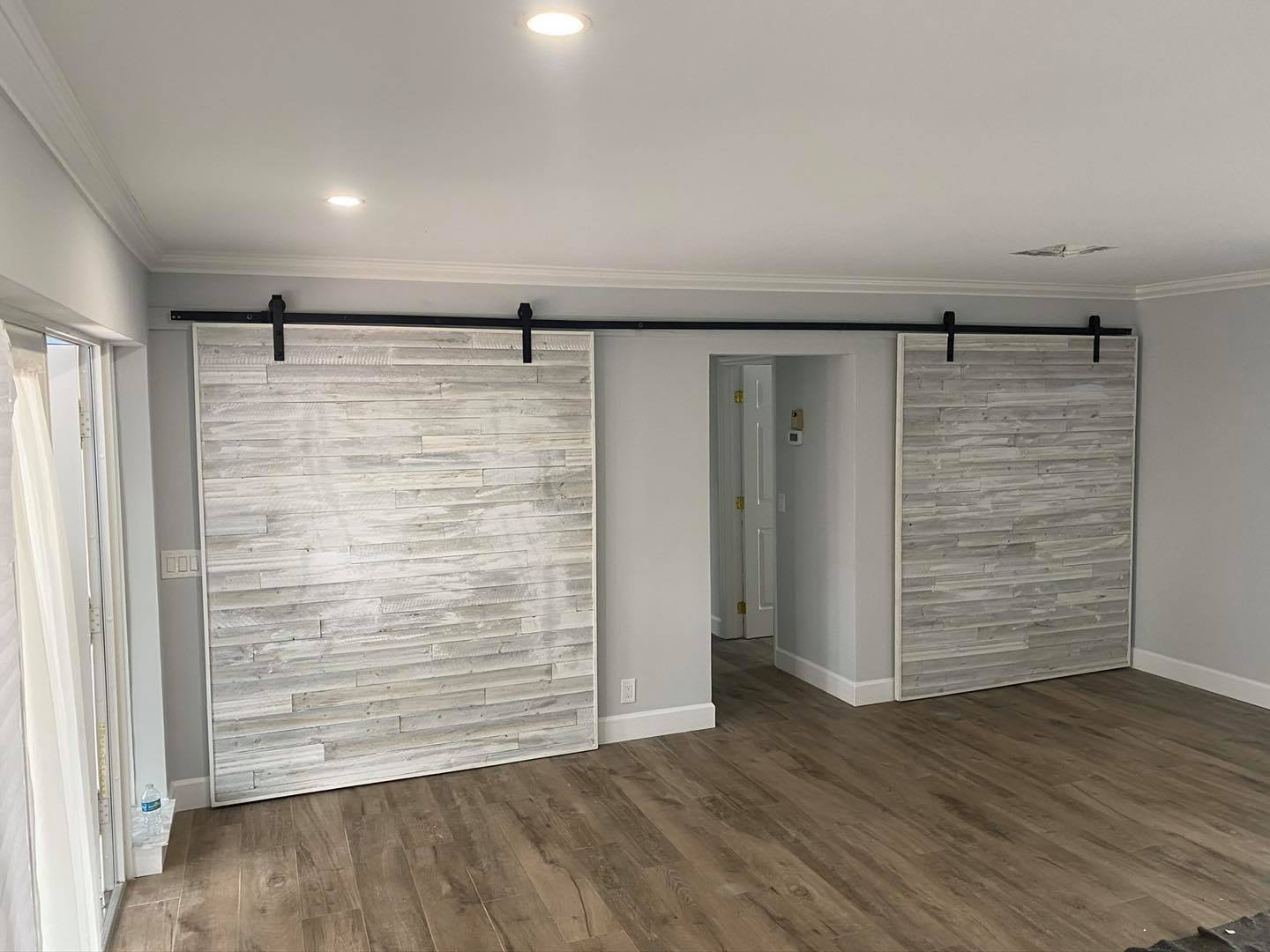 White Barn Doors (Pompano Beach, FL)
